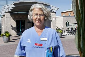 Än så länge har inte så många uppsökt vård på grund av värmen och trots att Norrtälje sjukhus också tar emot patienter från Danderyds sjukhus, är flödet bra.– Vi har haft någon enstaka överbeläggning, men just nu är vi tillfredsställda, säger Susanne Bergenbrant Glas, chefläkare på Tiohundra.