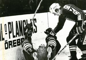 1978. Christer Löwdahl och Rolf Eriksson jublar under en segermatch mot Färjestad. Foto: Sven Persson/NA