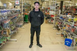 Butiksägaren Mathias Eriksson driver Partilagret vidare i ett år till. Ett nytt ettårigt hyresavtal är tecknat för lokalen där Hemköp tidigare fanns.