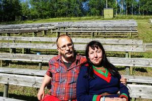 Robert Johansson och Mikaela Pålsson tycker båda att det är viktigt att Arnljot lever vidare.– Framtiden ser ändå ganska ljus ut, även om vi byter pjäs i några år så kommer vi ändå att komma tillbaka till Arnljot. Den ska finnas, så är det bara, säger Robert Johansson.
