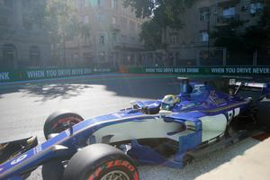Marcus Ericsson låg på poängplats efter 41 av 51 varv i Azerbajdzjans GP, men teamet tvingade honom att släppa förbi Pascal Wehrlein. Arkivfoto: Efrem Lukatsky/TT
