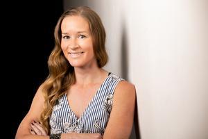 Stina Jackson debuterar med en roman som för tankarna till Kerstin Ekmans