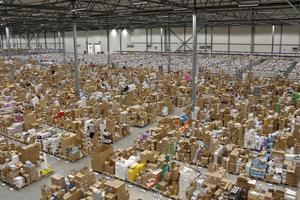 Det börjar bli fullt i Apoteas logistikcenter i Morgongåva.