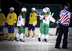 Jubel efter Camilla Rimér Högbergs 2–0-mål. ÖBS vann premiärmatchen i sin nya hemmaborg på Stadsdel Norr med 3–1 mot Team Hälsingland.
