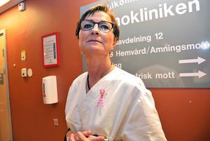 Astrid Bjerkås, barnmorska vid Sundsvalls sjukhus, är övertygad om att det finns ett samband mellan hennes bröstcancer och att hon jobbat natt i 25 år.