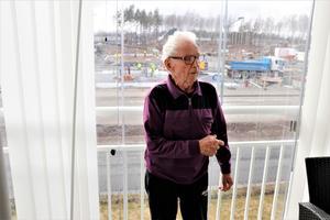 Eero har bott i Sverige sedan 1964. Via Guldsmedshyttan och Vivalla bor han numera i Södra Bettorp.  Innan Eero blev pensionär jobbade han som industrielektriker på Sund Emba, numera Emba Machinery, i Örebro.
