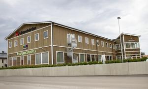 Enligt byggnadsnämndens ordförande Peter Lagerqvist (M) skulle den befintliga byggnaden troligen fått bygglov från början.