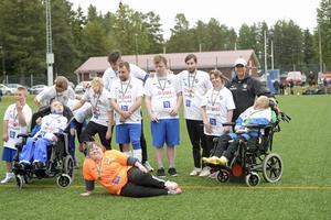 Alla deltagare fick medaljer. Här prisas IFK Timrå FFF.