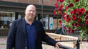 Claes Örtegren på Sterner Stenhus fastigheter i Köping är glad att kunna erbjuda fler centrala lägenheter.
