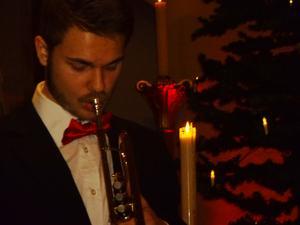 Trumpetaren Lukas Johansson var solist och dragplåster på julottan.
