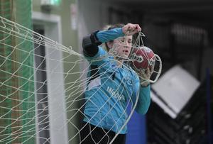 En trist syssla för en handbollsmålvakt – men Therese Josefsson i Alfta är den i tvåan som vittjat nätet minst av alla.