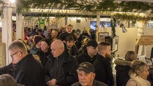 Stundtals var det trångt för besökarna att ta sig fram på julmarknaden.