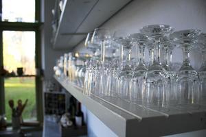 Glas i väntan på nästa bröllop.