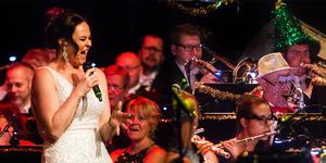 Tillsammans med Nina Söderquist bjöd Bollnäs Blås på en festlig jubileumskonsert på nyårsdagen. Bilden är ett montage.