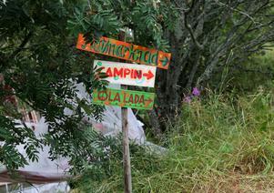 Matmarknad och camping är allt inom gångavstånd. Olalada är en av flera scener.
