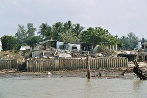 Baan Nam Kem. Sommaren 2005 ordnade gruppen en stödgala på Tansvallen i Grycksbo och samlade in 50 000 kronor till byn.