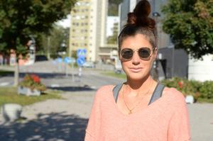 Emelie Högman, 33 år, assistent, Sundsvall: – Det vore skönt att ta bort den, då slipper man problem med sömn och så vidare, speciellt när det gäller barnen.