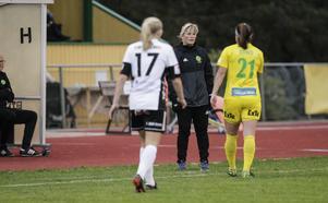 Anneli Andersén i samspråk med Hayley Dowd.