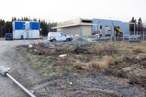 John Deeres nya serviceanläggning för bland annat traktorer och skogsmaskiner tar form på Tegelbruket i Ockelbo.
