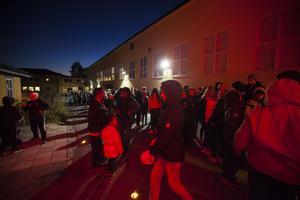 Hundratal efter hundratal stod förväntansfulla barn i kön innan dörrarna hade öppnats.