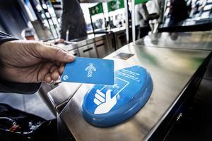 Med SL Acess kan man åka inom Stockholms län (samt till Gnesta). Nu har regeringen tillsatt en utredning om att införa ett nationellt biljettsystem.
