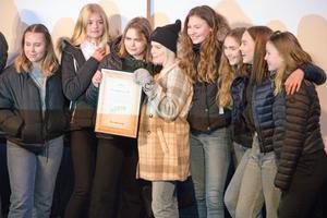 Glada miner från klass Roslagsskolans klass 9D.