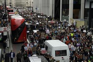 Klimatdemonstration i London, inspirerad av Greta Thunberg AP Photo/Matt Dunham)