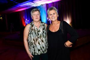 Inger Boman från Järvsö och Kerstin Vennberg från Hudiksvall ville återuppleva minnet från sin ungdom när de dansade till Per Lundgrens.