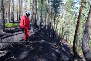 Terrängen där branden fått fäste var delvis mycket brant.