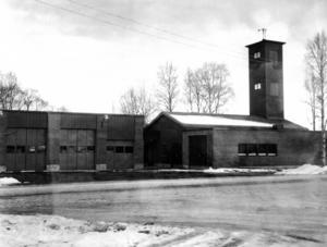 Så här såg brandstationen i Svenstavik ut 1975.