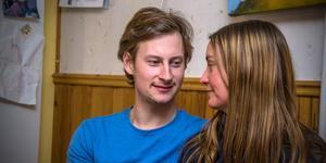 """Getbonden Oscar Fjärrstrand från Sala hittade kärleken i form av Cecilia Pettersson från Fagersta i Bonde söker fru. """"Jag tyckte han var gullig"""", säger hon."""