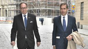 Horace Engdahl och Mats Malm anlände tillsammans till Svenska Akademiens möte under torsdagen, då Malm valdes till ny ständig sekreterare. Foto: Claudio Bresciani/TT