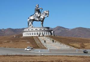 Djingis Kahn står staty i Mongoliet. Miljontals människor fick sätta livet till när han grundade världens genom tiderna näst största imperium. Foto: TT