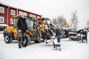 Mats Hammarström och Joel Nordlund har varit i gång med snöskottningen sedan tidigt i fredags morse, och det var lika dagen innan.