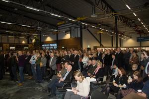 Över hundra personer var inbjudna till invigningen.