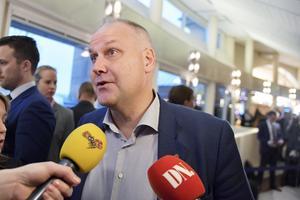 Vänsterpartiet har bestämt sig. Enligt Aftonbladet ska partistyrelsen suttit i ett flera timmar långt möte på söndagskvällen.