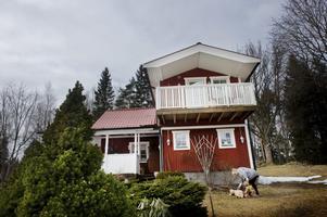 Blivit större. Från början bestod huset endast av ett rum och kök. Nu är det utbyggt både på höjden och bredden.