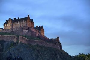 Strax före solnedgången ska man undvika Edinburgh Castle. Eller inte?   Foto: Songquan Deng/Shutterstock.com
