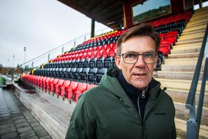 ÖFK:s vd Lennart Ivarsson säger att kostnaderna för personalen måste minska. Kostymen är för stor och klubben har inte råd att avlöna allt arbete. Hoppet sätts till mer frivilligt arbete.