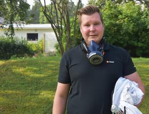 Tobias Byström som jobbat på Nomor i 13 år har bara blivit stucken en gång. Den gången var han utan skyddsanoraken.