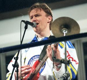 Tomas Forslund gör ett gästspel i Leksand  inför den tredje SM-semifinalen mot Färjestad 1997. En sinnebild av
