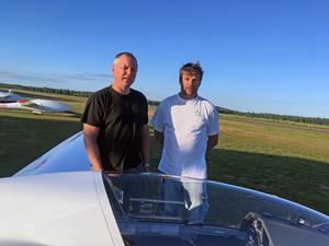 Piloten Jari Niskanen och Göran Karlsson menar båda att flygklubbarna gör en ovärderlig insats.