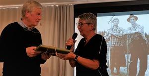 Ordförande Inger Persson tackade Kjell Asplund för föreläsningen. Läsarbild: Ing-Marie Bergroth.