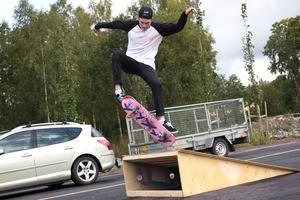 Ungdomsgården Unkan har sin lokal i den nya idrottshallen, och ordnade på invigningsdagen flera aktiviteter för ungdomarna.