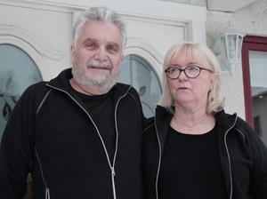 Per och Monica Hägerstrand känner sig överrumplade av beskedet om att Morhagen är till salu.