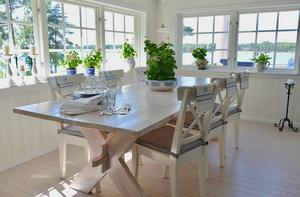 Matbord är ett riktigt kul projekt att göra själv. Modellen med kryssben är klassisk och går att montera isär om man har behov av att kunna stuva undan det för att spara plats.Foto: Daniel Röös