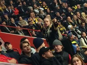 Nicole Stonham tog över SSK:s klack mot AIK. Foto: Privat.