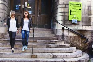 16-åriga Caroline Kronqvist Från Kiruna och Frida Krantz från Ockelbo är två av den nystartade gymnasieskolan MoveITs elever.