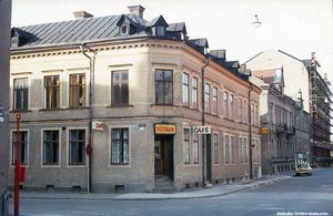Ännu en 70-talsbild. Den här gången ses Klostergatans vänstra sida rakt fram, där idag den så kallade