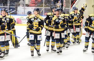 Isac Heens (längst fram till vänster) har spelat två matcher för SSK. Foto: Simon Hastegård/Bildbyrån